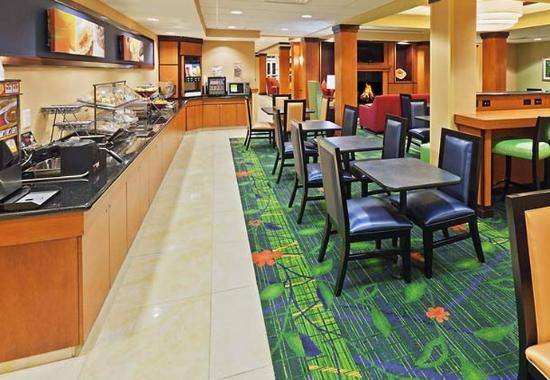 Fairfield Inn & Suites Tulsa Southeast/Crossroads Village: Breakfast Buffet