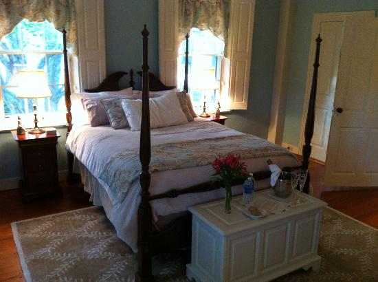 The 1774 Inn at Phippsburg: The Hill Room
