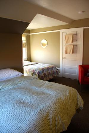 Portland International Guesthouse : Spacious Room