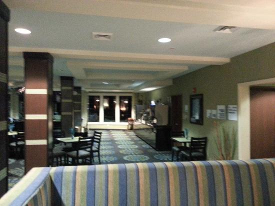 Holiday Inn Express Hotel & Suites Salem: Breakfast area