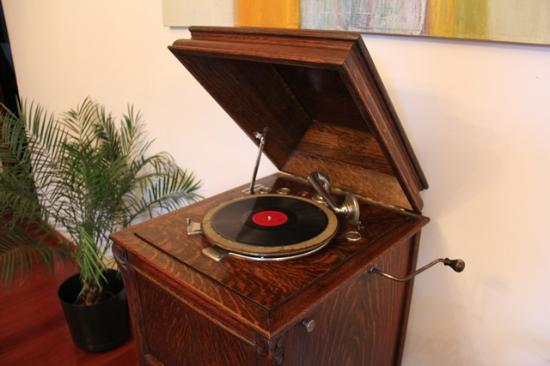 Casa Sucre Boutique Hotel: Antique Record Player