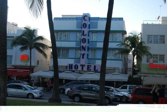 Colony Hotel: view opposite hotel