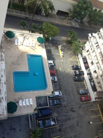 Waikiki Resort: view of pool from our balcony