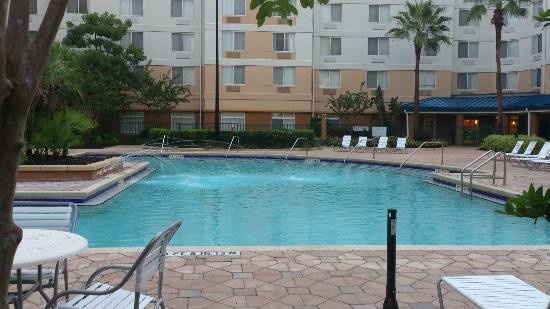 Fairfield Inn Orlando Lake Buena Vista in the Marriott Village: Sauberer Pool besonders für Familien geeignet