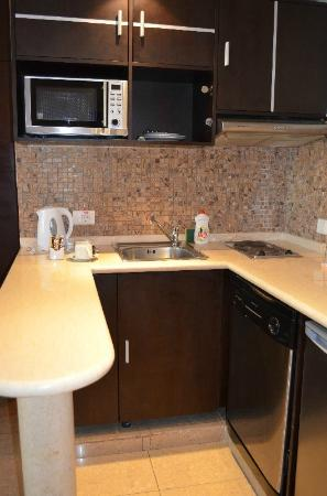 Lavender Home Furnished Apartments: Kitchenette area