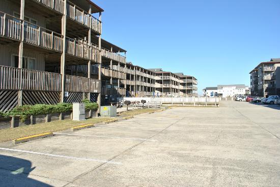 Outer Banks Beach Club : Condo and another pool area