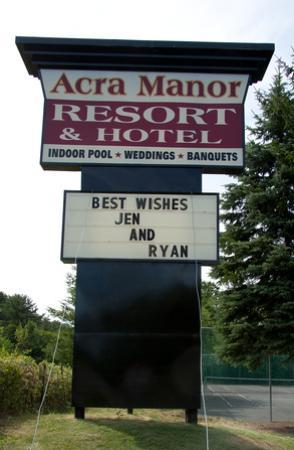 Acra Manor Resort &amp; Hotel: Acra Manor Sign