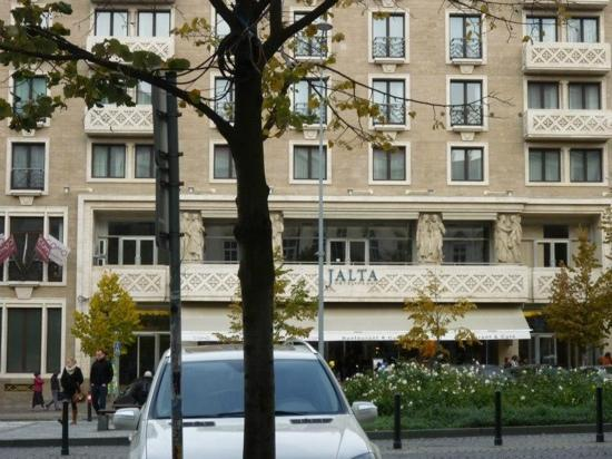 Jalta Boutique Hotel: from the bar across the road