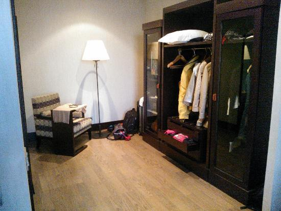 NH Central Convenciones : dressing suite
