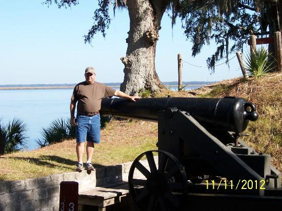 Fort McAllister State Historic Park Campground: cannon at the fort