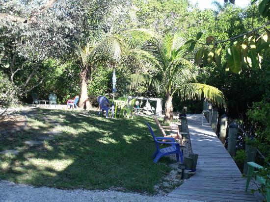 Sunshine Island Inn: out by the canal