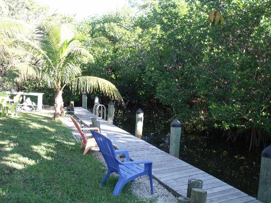 Sunshine Island Inn: canal area