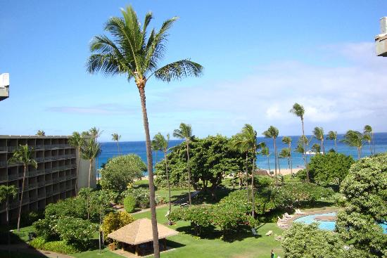 Ka'anapali Beach Hotel: View from our lanai on the top floor