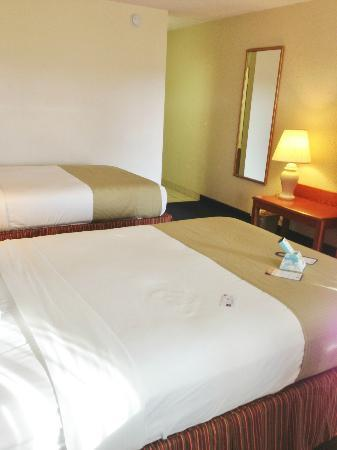 BEST WESTERN Crossroads Inn : Comfy beds