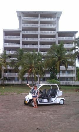 Daystar at The Palms: Our friend with her electric car in front of the Palms.