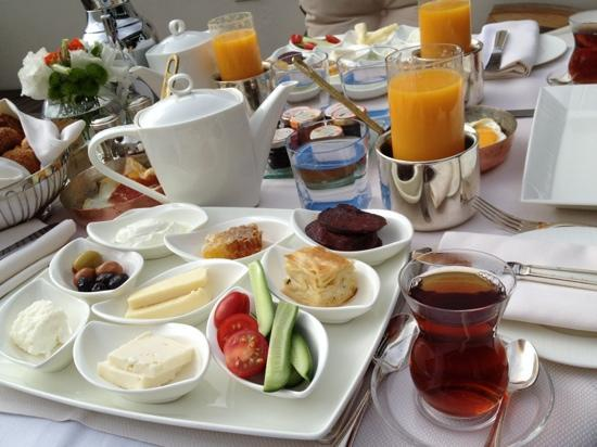 Four Seasons Istanbul at the Bosphorus: our breakfast in the balcony