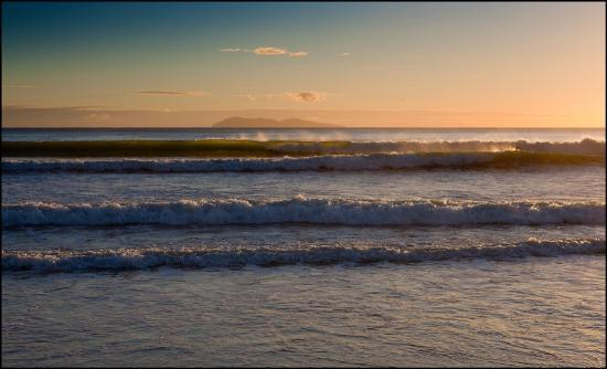 Waihi Beach, : looking out to Mayor Island -image Peter Levshin