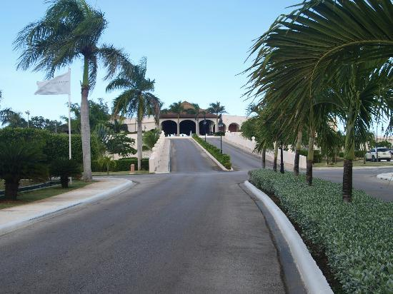 Dreams Punta Cana: Drive way