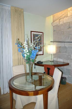 Hotel Ilaria: Tower Suite Dining Area