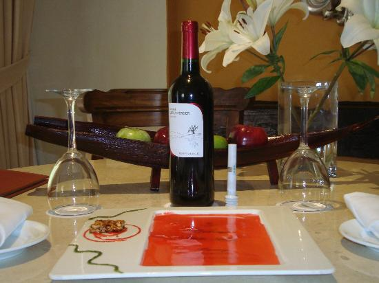 Casa Velas: Welcome wine in our room
