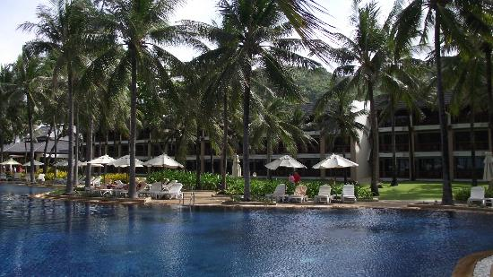 Katathani Phuket Beach Resort: Looking back from the beach to some of the accomodation