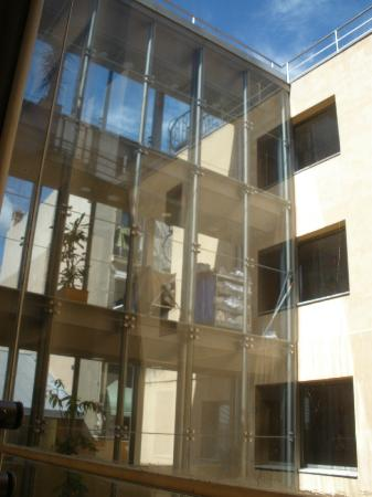 H10 Raco Del Pi: View of inside of hotel from outside patio area