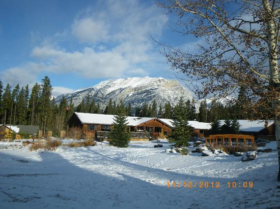 Banff Gate Mountain Resort: front office