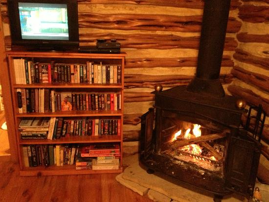 The Homestead Cottages: Wonderful fireplace & satellite television