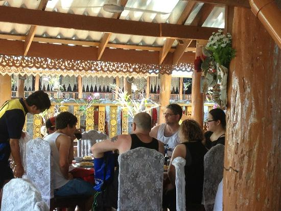 Simba Sea Trips: Floating Village lunch