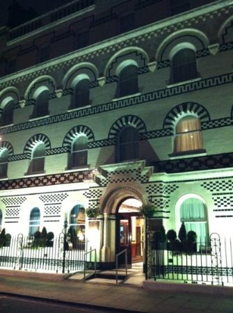 Grange Langham Court: hotel by night