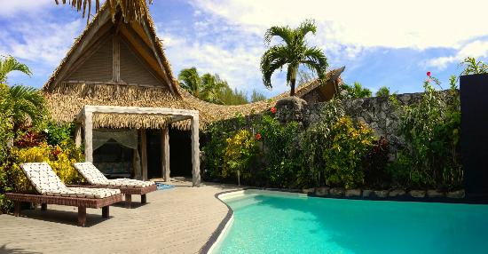 Aitutaki Escape: Private pool and lounge area