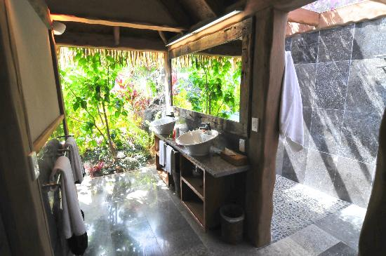 Aitutaki Escape: Bathroom (part of it)