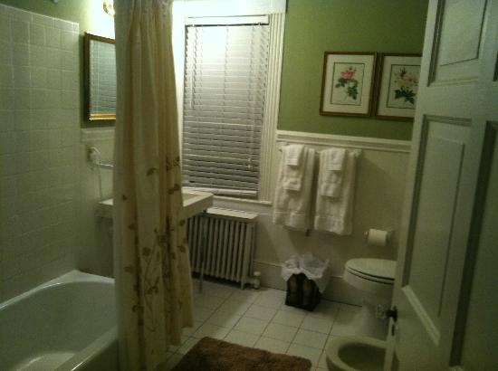 Inn at Meander Plantation: Bathroom in Col. Fry Suite