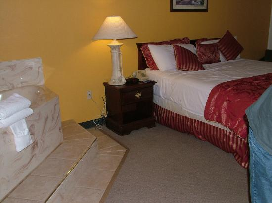 Seven Gables Inn: comfortable bed
