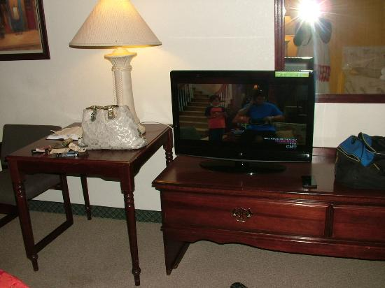 Seven Gables Inn: Flat screen TV