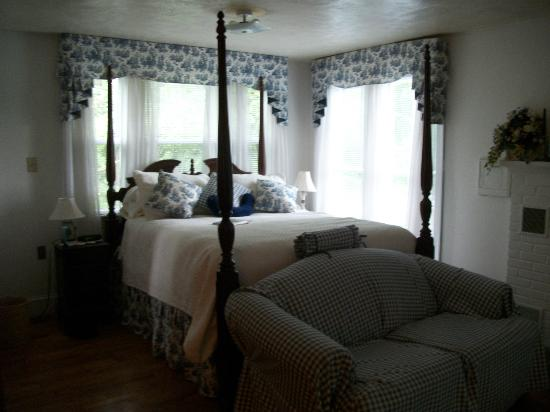 Hockman Manor House B&B: The Shenandoah Suite