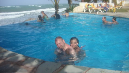 Ocean Manor Beach Resort: Infinity Pool Fun