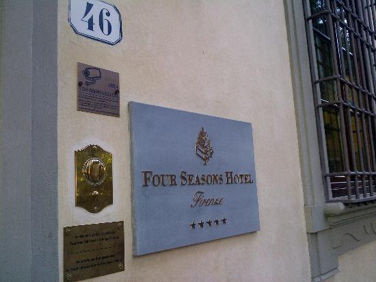 Four Seasons Hotel Firenze: Hotel Sign
