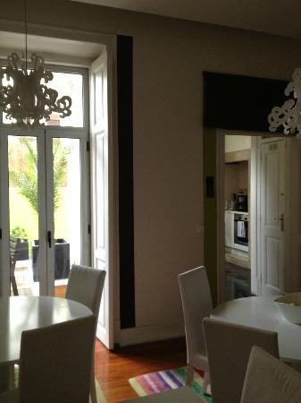 Lisbon Dreams Guest House: Shared dining room