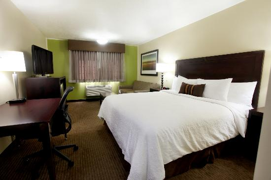 BEST WESTERN PLUS CottonTree Inn: Deluxe King room. We are proud to be 100% smoke free.