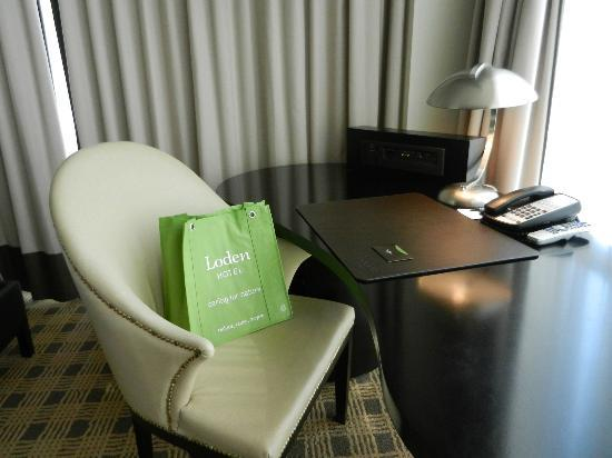 Loden Hotel: desk in room