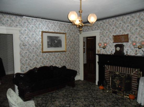 Lizzie Borden Bed and Breakfast: Downstairs Parlor