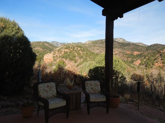 Hughes Hacienda Bed & Breakfast: View of the mountain from back deck