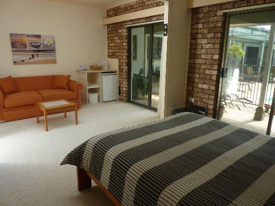 Batemans Bay Manor - Bed and Breakfast: Manor Pool Room with bathroom across hallway - direct access to pool area.