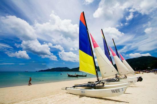 Patong Beach Bed and Breakfast: Sailing, snorkeling, jet skis, banana boats and parasailing