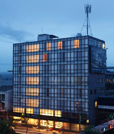 FX Hotel Makkasan: Extrerior