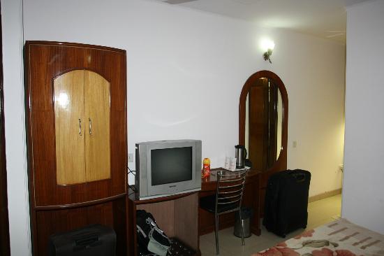 Hotel Singh Empire Dx: Rs/-1400 very small room with no window
