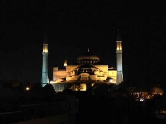 Celal Sultan Hotel: view from the roof at night
