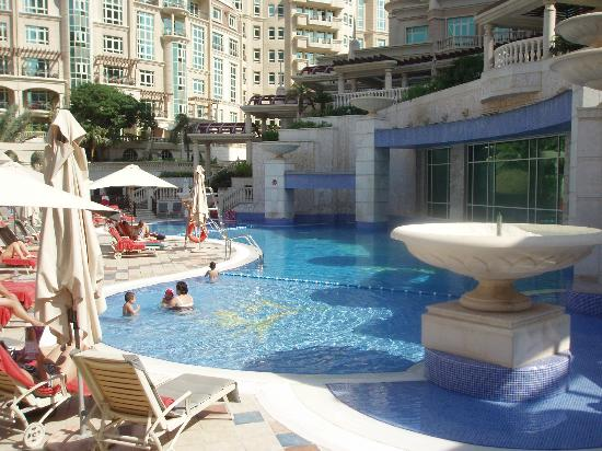 Al Murooj Rotana: Pool