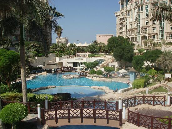 Al Murooj Rotana: Residents Pool area